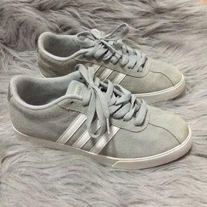 Adidas | Woman's shoes | EUC